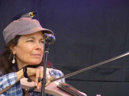 "Tara Nevins on fiddle at the Vibes. Her other ""axe"" is an accordion. (Jim Motavalli photo)"